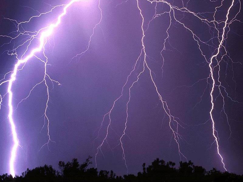Previsioni meteo oggi: intenso peggioramento, attesi forti temporali