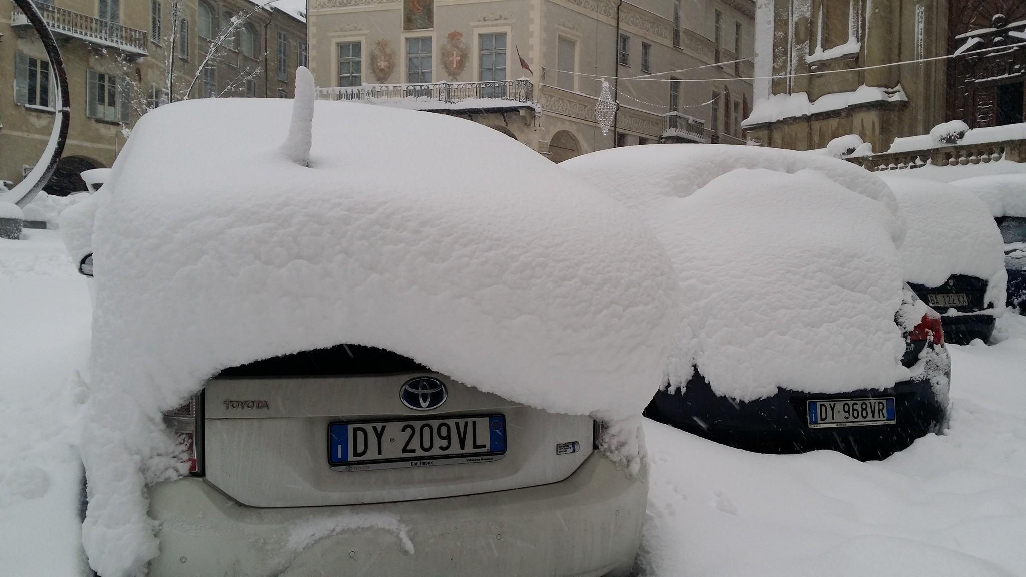Piemonte imbiancato, la neve arriva anche a Torino