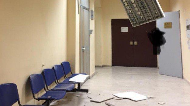 Ospedale Garibaldi, il vento fa crollare il tetto del Pronto soccorso