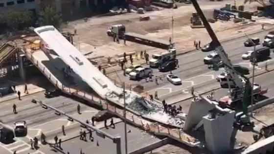 Usa, a Miami crolla ponte pedonale. Morti e feriti sotto le macerie