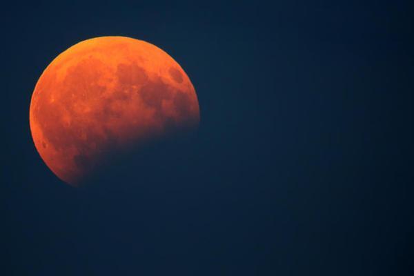 L'eclissi di luna più lunga del secolo il 27 luglio 2018
