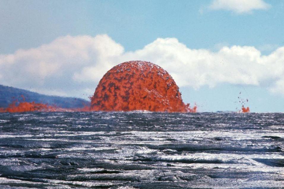 Hawaii, Kilauea inarrestabile : eruzione colpisce una barca, ferite 23 persone