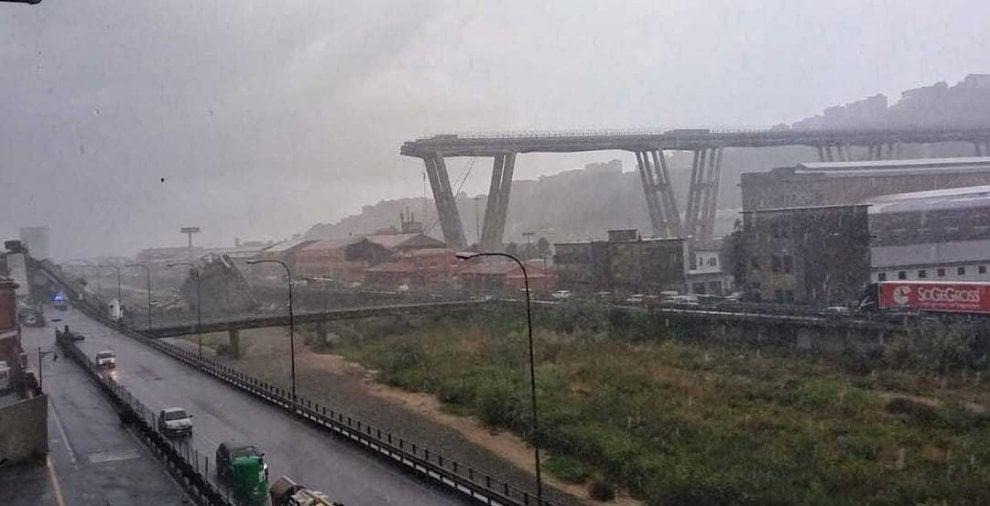 Crollo ponte a genova una tragedia confermati almeno for Ponte sopra i disegni del garage