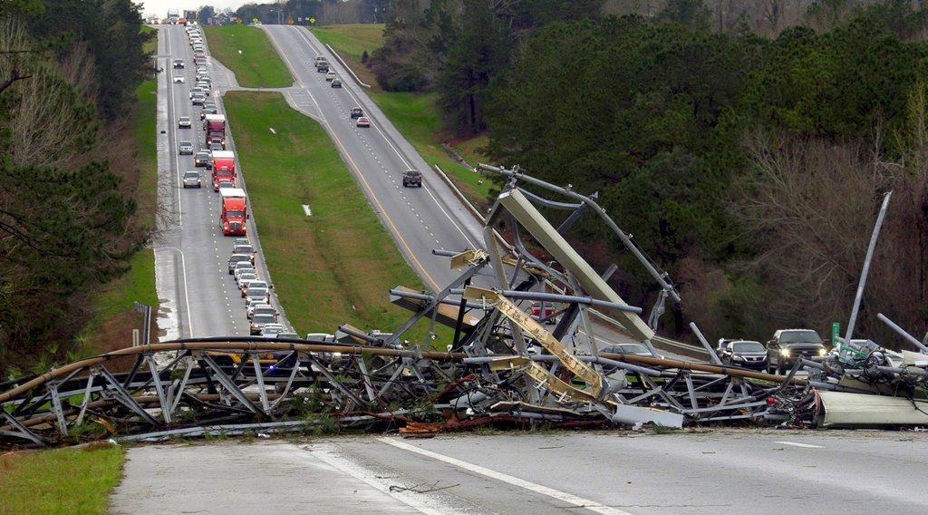 Tornado in Alabama e Georgia, almeno 14 morti: due sono bambini