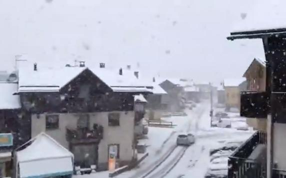 Freddo e forti nevicate sulle Alpi: nevica anche a Livigno!