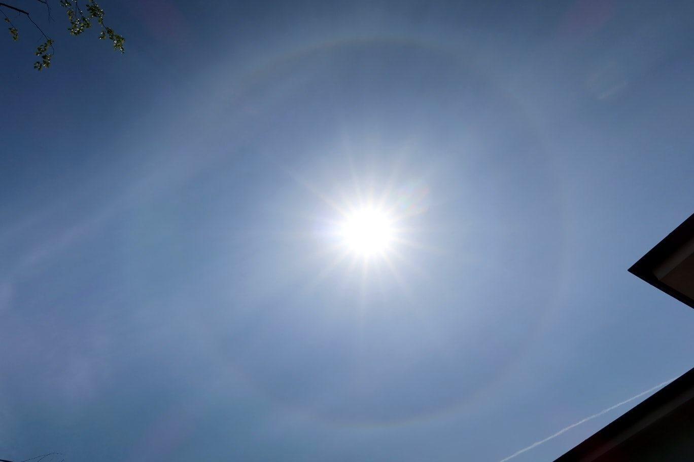 Raro fenomeno intorno al sole